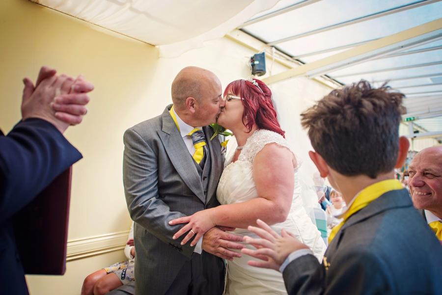 Railway-Wedding-Photographer-Ron-and-Sarah-Photography-by-Vicki_0017