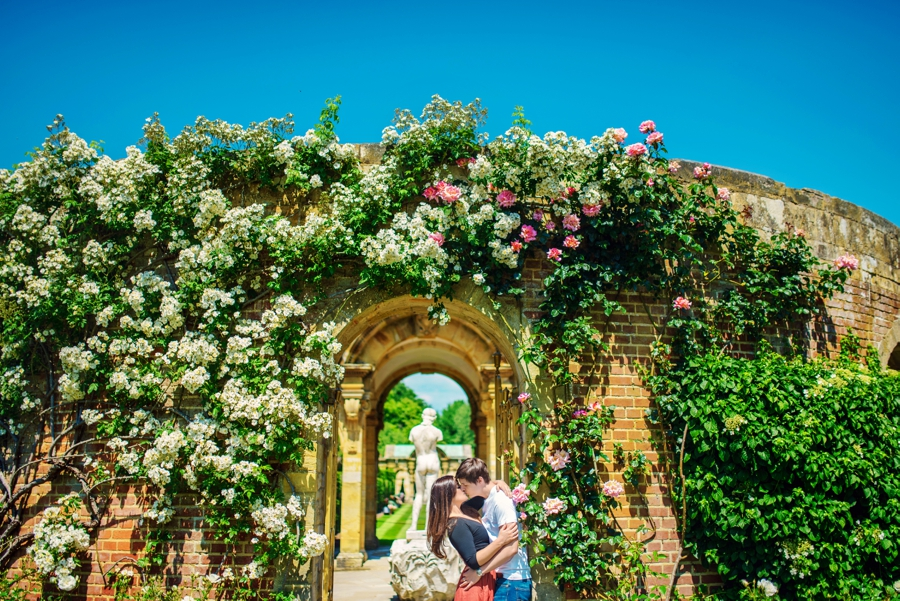 Hever-Castle-Wedding-Photographer-Engagement-Session-Max-and-Leila-Photography-by-Vicki_0025