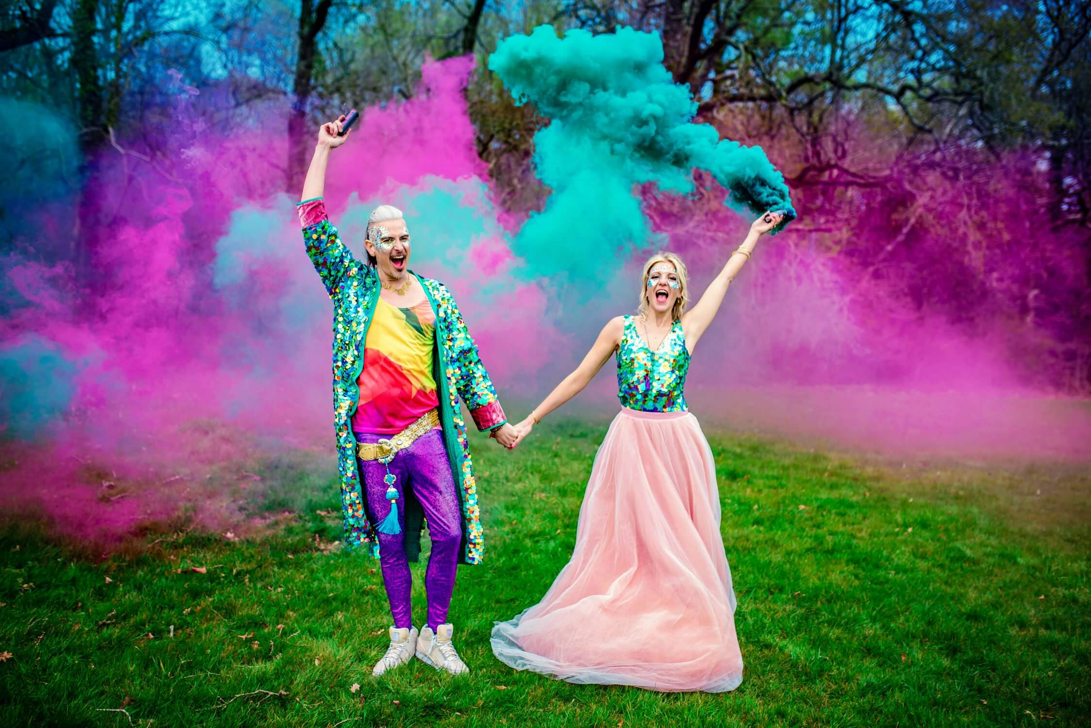 Colourful-Festival-Treehouse-Wedding-Photography-by-Vicki-19-2247x1500